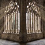 Eche eines gotischen Kreuzgangs