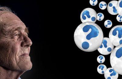 alter Mann mit vielen Fragezeichen