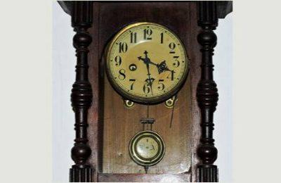 Uhr mit Pendel