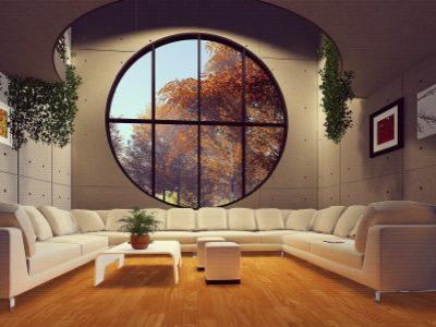 großer Raum mit Sofa